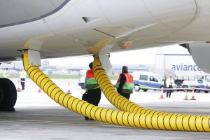 Air Conditioning provided to an aircraft. Credit: http://www.aircrafttowbar.eu